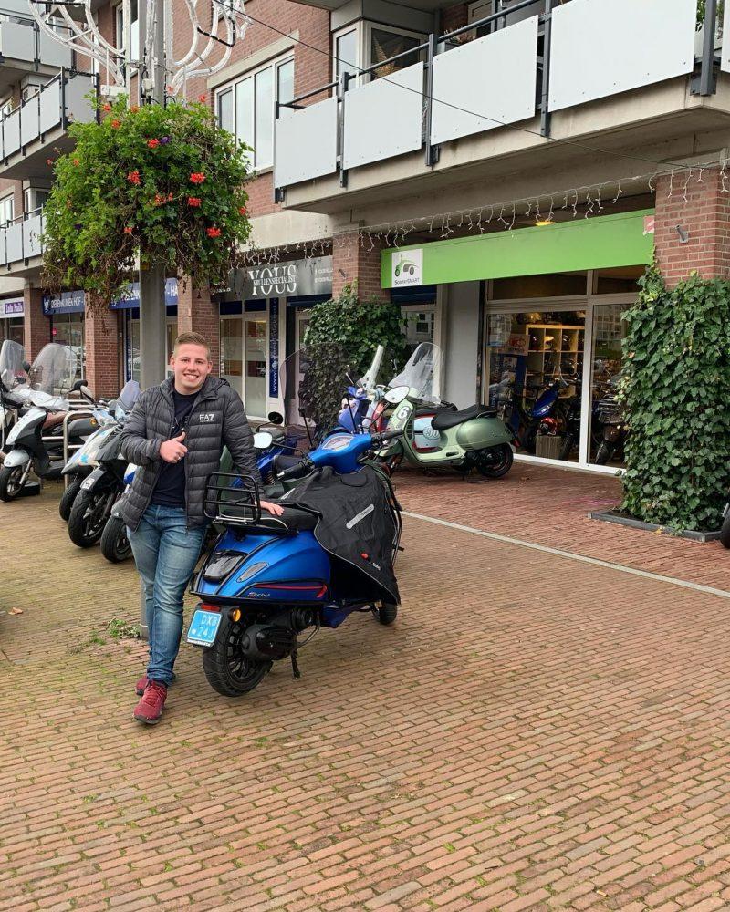 Kevin Vespa_Sprint_50S_4T3V_blu_color_ scooter ScooterSMART Almere Piaggio 50 blauw mat 4T blue